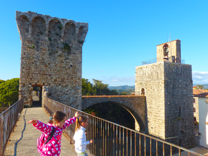what-to-do-with-children-in-tuscany-maremma-climbing-tower