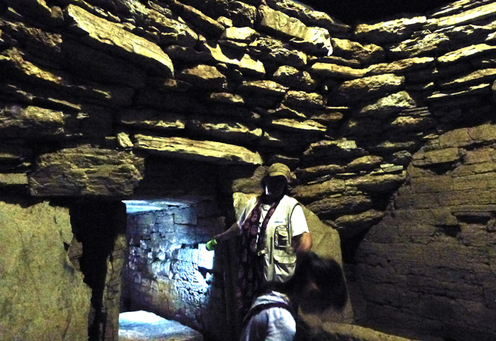 what-to-do-with-children-in-tuscany-maremma-etruscan-tombs